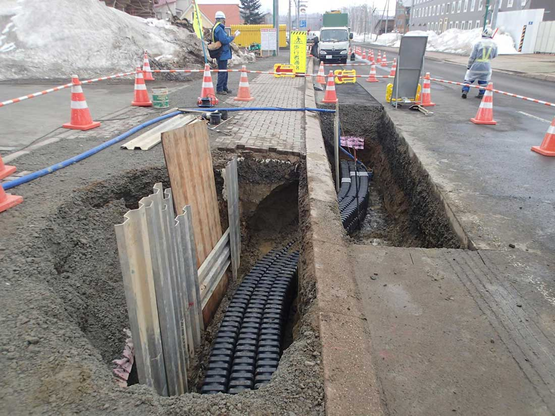 Furukawa Electric - EFLEX Square cable duct installed in Japan - Flexible buried plastic cable duct