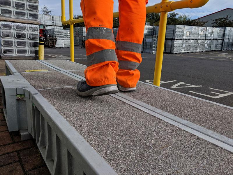 Ant-slip, zero static walking route